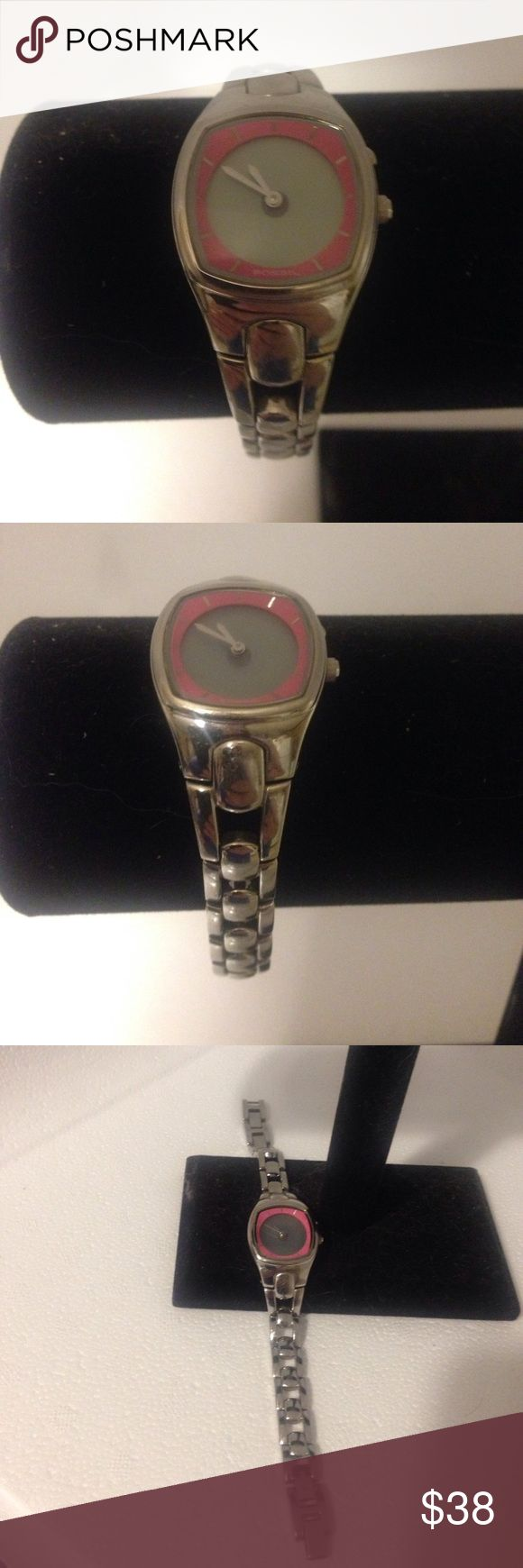 "Fossil Big Tic Watch Needs a new battery. Some scratches on the back of Watch. Length 7"" Fossil Accessories Watches"