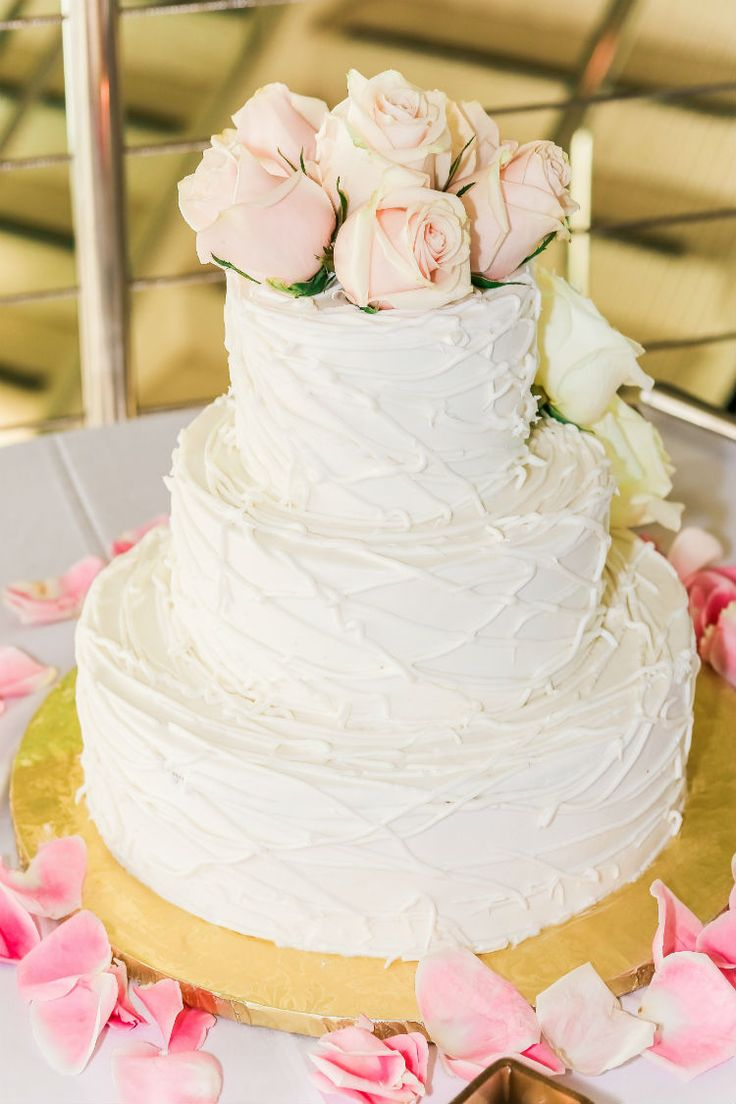 Simple wedding cake with fresh roses (Scribbled Moments Photography, Inc.)