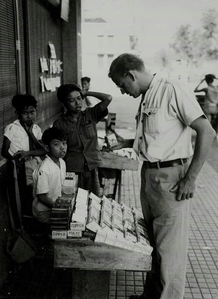 Foto anak penjual rokok, Jakarta 1947
