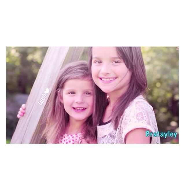 Really cute picture of Annie and Hayley!! || from @theworldofbratayley instagram