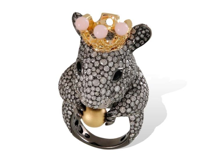 Lydia Courteille Mouse ring in gold from the Animal Farm collection, set with diamonds, pink opals and a golden pearl.