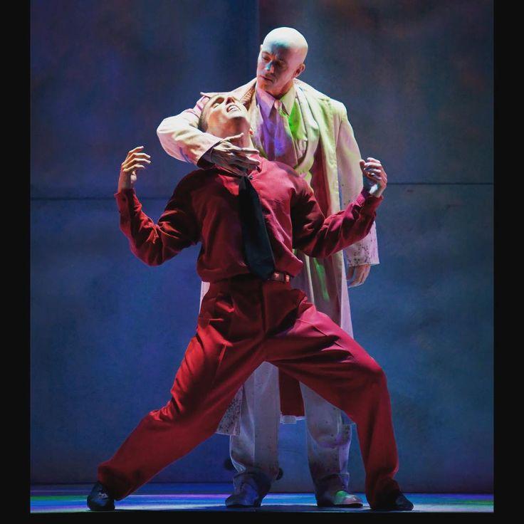 Hamlet. A Stephen Mills global sensation!
