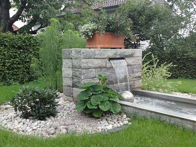 Teiche Bachlaufe Quellsteine Und Becken Von Koch Garten Und Landschaftsbau Teiche Bachlaufe Quellst Wasserspiel Garten Garten Landschaftsbau Brunnen Garten