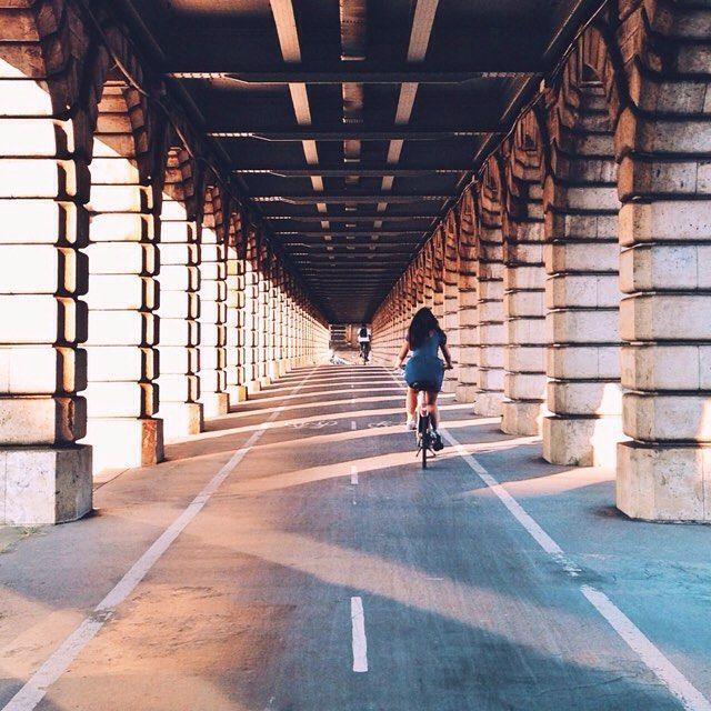 TGIF! Profitez de ce beau week-end pour faire un tour à vélo! # Même si on n'a plus de pétrole au moins on a nos guiboles!   #weekend #cyclechic #madeinfrance