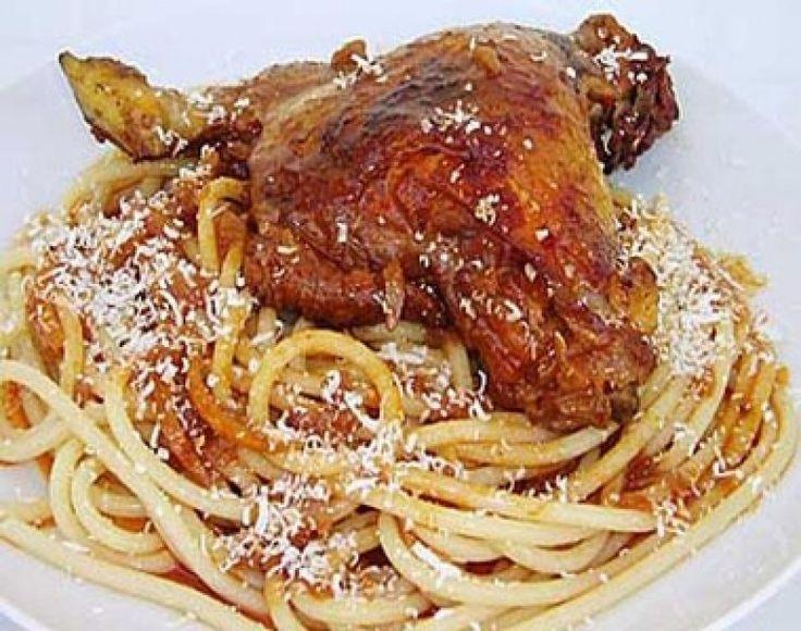 Κόκορας παστιτσάδα! Μια εύκολη Κερκυραϊκή συνταγή για ένα λαχταριστό κόκορα κοκκινιστό με χονδρά μακαρόνια. Εναλλακτικά βάζετε 1 μικρό κουτάκι συμπυκνωμέν