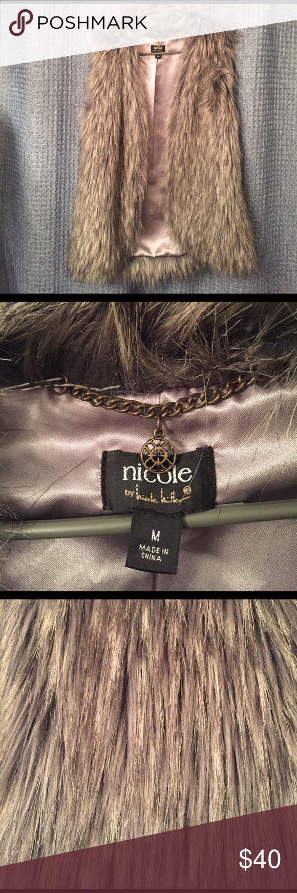 Nicole Faux Fur Vest (M) Nicole Faux Fur Vest (M) Nicole Jackets & Coats Vests