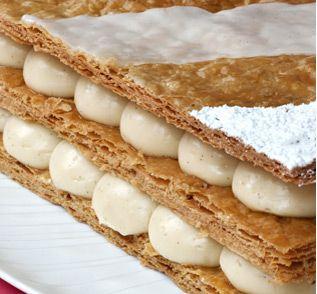 Le dessert préféré de Philippe Conticini! Un feuilletage friable et à peine craquant qui se fond à la crème légère et vanillée pour décupler en bouche la sensation de gourmandise. Disponible uniquement en boutique – Individuel 6,10€ |4/5 personnes 38€