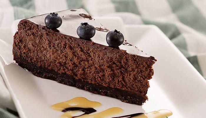 Спасение для любителей сладкого: шоколадный чизкейк (без выпечки)