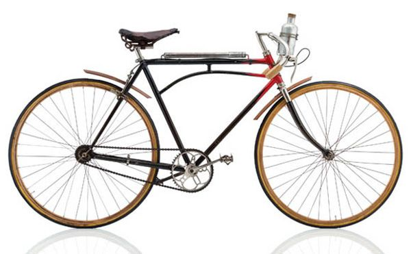 """LABOR Speciale Course  1922, FRA Frame: Steel varnished Bicycle gearing: 1 Brakes: / Rim Side Pull Tyres: 27"""" Tubular / 27"""" Tubular Weight: 27,12 lbs"""