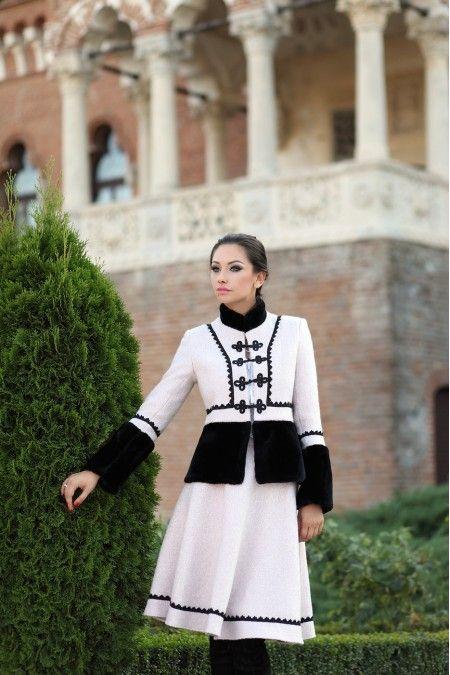 Costum Stofa Dama Romanesc Pipit cu negru din lana - Viata