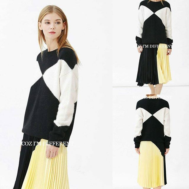【黑白撞色羊毛毛衣 - HK$302】 【Black and White Colorblock Wool Top - HK$302】 Whatsapp: +852 51224404 Size: SML, Color: Black and White Colorblock, 5 delivery days.  Please PM or Whatsapp for more information.‪#‎wooltop‬ ‪#‎europefashion‬ ‪#‎onlineshopping‬‪#‎highfashion‬ ‪#‎knittop‬ ‪#‎fashionista‬ ‪#‎fashionstore‬‪#‎trendy‬