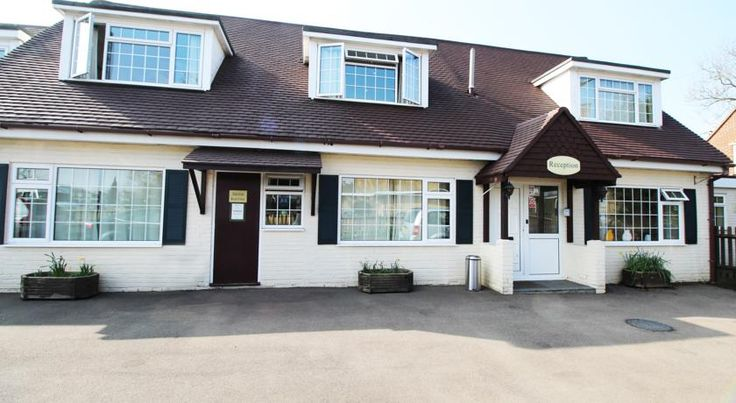 Flexistay Ambers Gatwick Aparthotel Horley The Ambers Gatwick offers free WiFi. Horley town centre is a 5-minute walk away.  Each en-suite room has tea/coffee making facilities and a TV. A self-contained family apartment is also available.