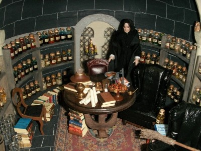 Snape's office - links to a whole page of Harry Potter miniature sources