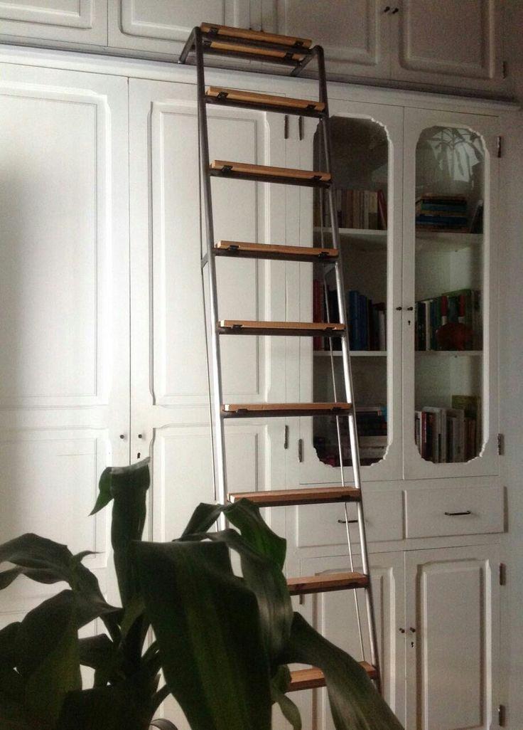 Escalera móvil en hierro y madera de haya y largueros de apoyo para cocina, armario y altillo. Proyecto de @mundomoix para vivienda rehabilitada en el barrio del Cabañal - Valencia. Pieza única, todo un reto.