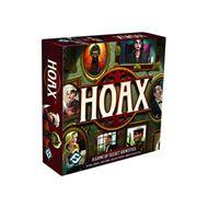 Hoax   VAN HOAX De grootste leugenaar wint bij het snelle partyspel Hoax! Er wordt flink gestreden om de erfenis van een magnaat. Neem de rol aan van 1 van 7 geheime identiteiten en probeer de andere spelers te slim af te zijn. Elke beurt mag je een privilege claimen, een andere speler onderzoeken of een beschuldiging plaatsen. Je kan uitgeschakeld worden door valse beschuldigingen te maken of doordat je betrapt wordt op een leugen. De speler die de rest te slim af is, wint het spel!