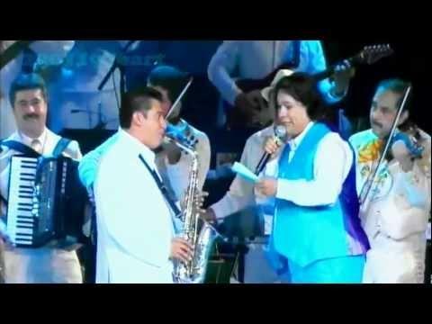 juan gabriel-insensible-en el acafest 2012 en vivo y en directo, graciass televisa por  regalarnos este super concierto del divo de  mexico ya nos  hacia falta algo  asi..