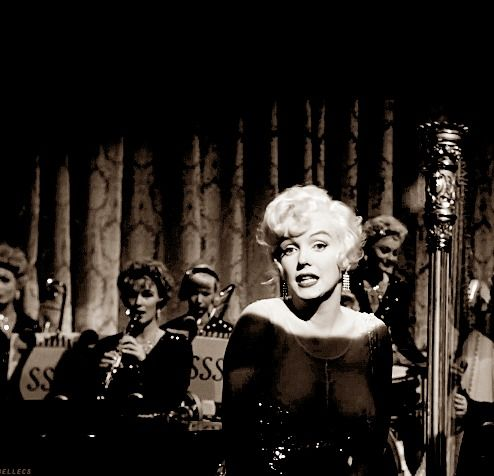 . 2357 - [i]➺ From the movie « Some Like It Hot »[/i] [b][i][[/i][/b] [b][u][i]1959[/i][/u][/b] [b][i]][/i][/b] _________________________________________________ ♫ [i]« I wanna be loved by you Just you and nobody else but you I wanna be loved by you alone Pooh pooh bee doo! »[/i] ♪ - Fotolog