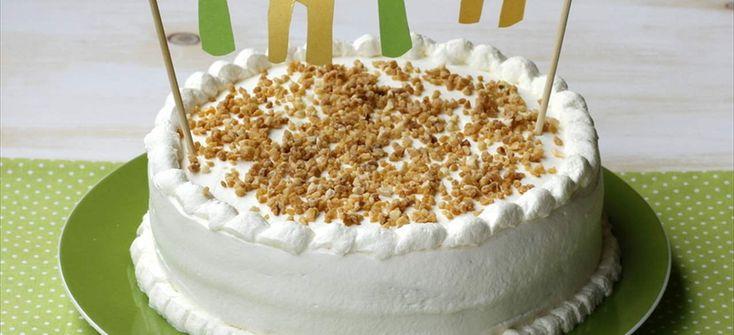 Pastel de crema de café y nata para el día del padre