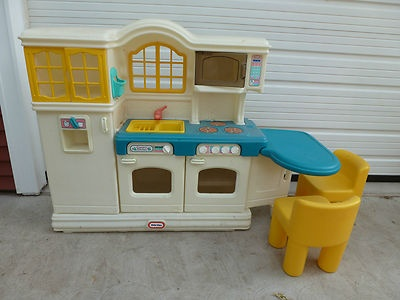 Little Tikes Country Kitchen With 2 Chairs