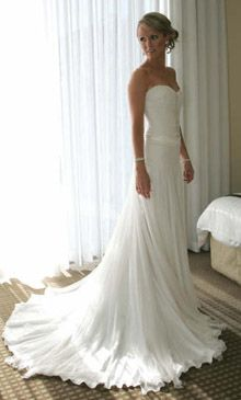This would be a great dress for getting married on the beach which I will be doing someday!: Flowy Dress, Wedding Dressses, Wedding Dress Fitted Simple, Wedding Ideas, Beautiful Dresses, Beach Weddings, Dream Wedding, Gorgeous Wedding Dress