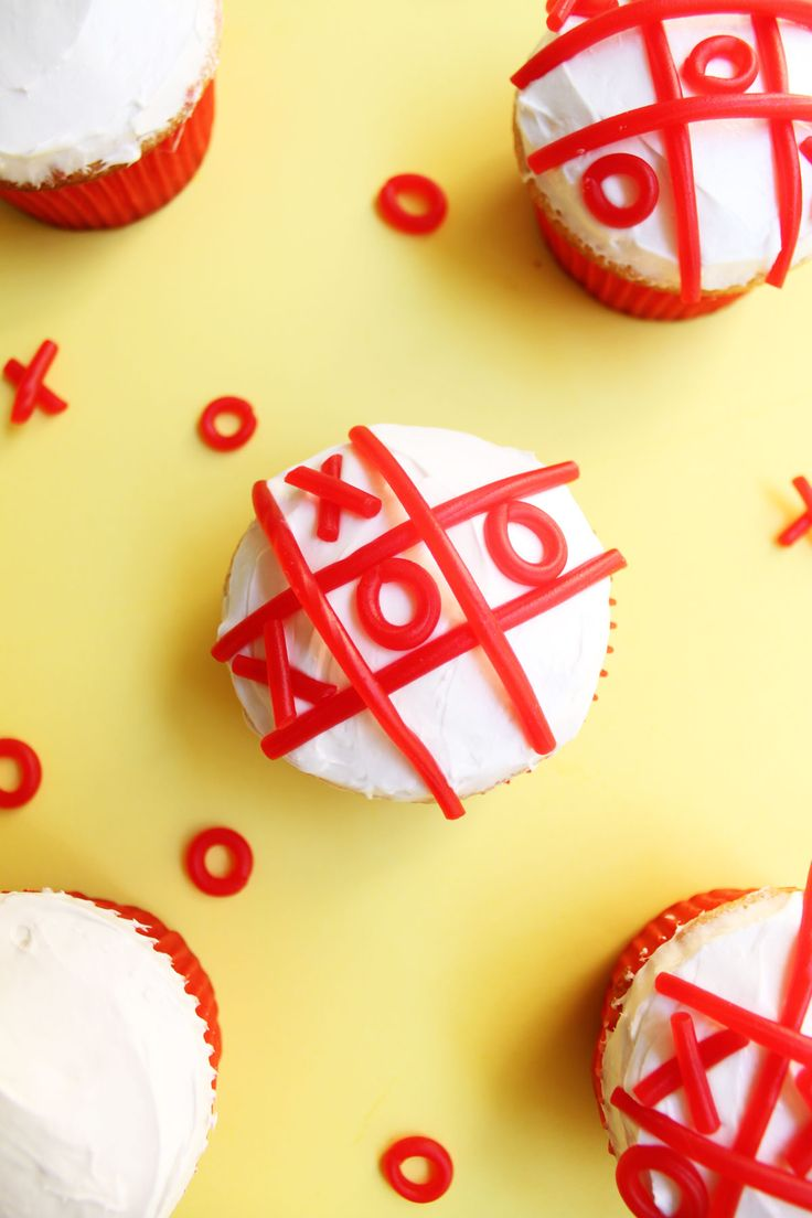 Tic Tac Toe Cupcakes - Paint the Gown Red