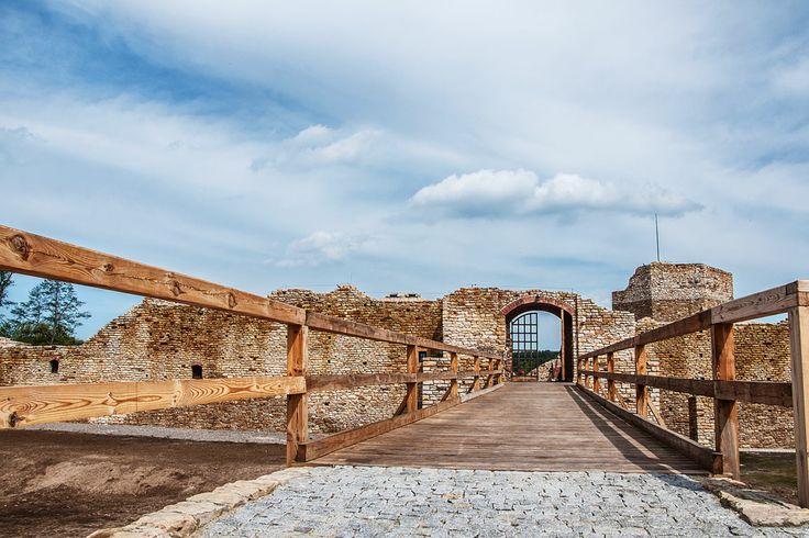 Poland Inowlodz - Castle Casimir the Great / Polska Inowłódz - zamek Kazimierza Wielkiego