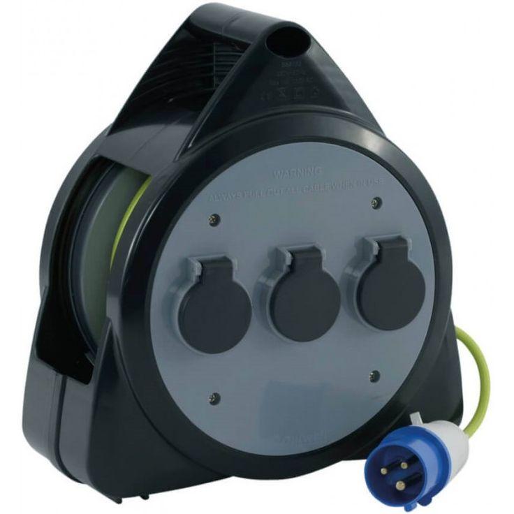 Outwell 3-voudige CEE kabelhaspel  Gebruik de Outwell CEE kabelhaspel om uw kampeerplek van stroom te voorzien. De haspel heeft een spoel waarmee de kabel na gebruik makkelijk op te rollen is en is voorzien van drie stopcontacten en een 3G 15 kabel van 15 meter. De haspel heeft tevens een ingebouwde zekeringautomaat en is stof- en spatwaterdicht (waarde: IP44).  EUR 67.95  Meer informatie