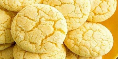 Нежное лимонное печенье на кефире. Просто тает во рту. Максимум вкуса и минимум ингредиентов   Ингредиенты:    Лимон — 1 шт.  Цельнозерновая мука — 100 г  Овсянка молотая — 100 г  Яйцо — 2 шт.  Обезжиренный кефир — 200 мл  Разрыхлитель, стевия — по вкусу    Приготовление:      Смешать овсянку и муку, доб…