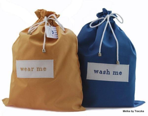 Genialny pomysł na prezent. Zestaw torebek podróżnych na bieliznę z odpowiednimi napisami. Łatwo też będzie znaleźć co potrzeba w walizce. Może być dla niej albo dla niego.