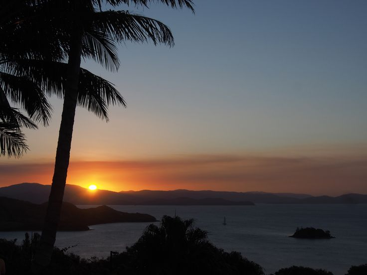 Don't miss the unforgettable sunsets at One Tree Hill. Grab a drink and some nibbles, sit back and take it all in. #Whitsundays #HamiltonIsland