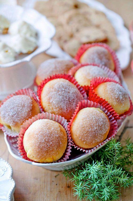 Väldigt gott recept på sockerbullar med härlig smak och färg av saffran. Perfekt till fikat och advent!