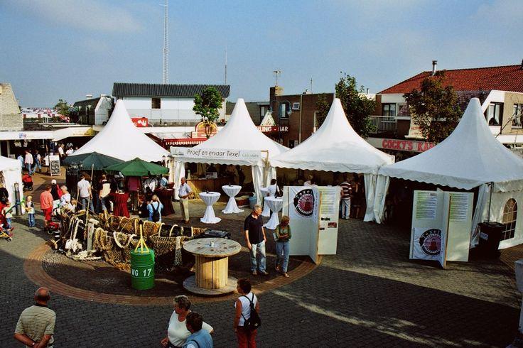 Texel CulinairUitgaan_Texel Culinair  In het 2e weekend van september is de Dorpsstraat in De Koog altijd het decor voor Texel Culinair. De beste restaurants van Texel presenteren zich met hun lekkerste gerechten. Daarbij maken zij gebruik van echt Texelse producten, die vermaard zijn om hun hoge kwaliteit. De proeverij krijgt extra sfeer door livemuziek en straattheater.