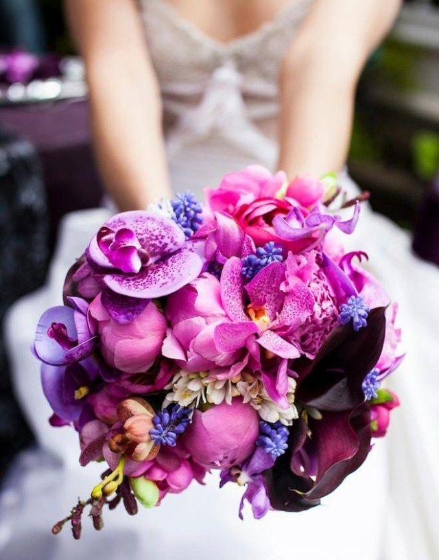 #Brautstrauß mit Orchideen: Romantisch lila und kräftig rosa