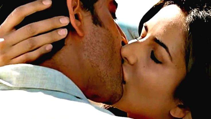 Katrina kaif Hot Kissing Scene || katrina kaif kissing ||  Duration: 1:42.