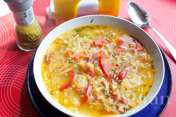 """Замечательный суп - вегетарианский, но в то же самое время очень сытный. Очень интересно сочетаются овощи с карри, ярко выступает болгарский перец. Мне очень понравился суп. Вкус настолько интересный, что совершенно не чувствуется """"бедность"""" или отсутствие мяса."""