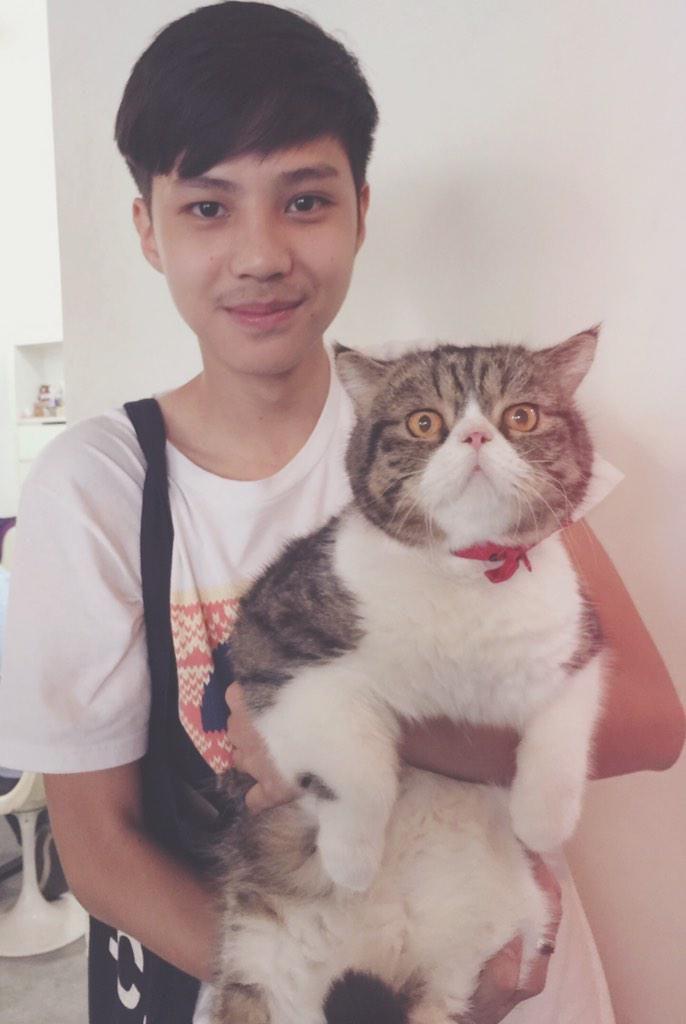 """@goffyo: Size does matter!!  เบื่อผู้ชายโดนตัว #นั่นอุ้มแมวหรืออุ้มควาย @bank_thiti @nichaphatc ""ใหญ่ปายยยยยยยยย"