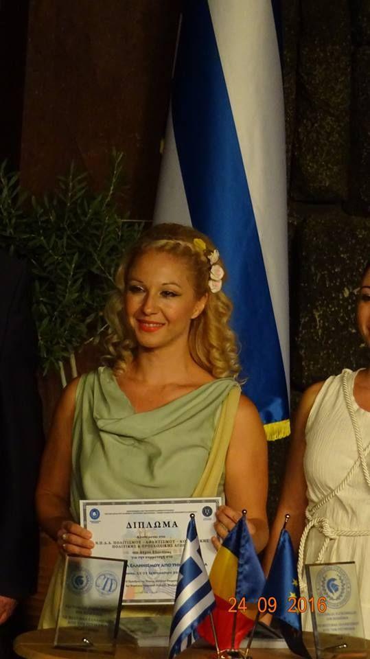 FESTIVALUL ELENISMULUI DIN ROMÂNIA, EDIȚIA a XVI a  Atena, 22- 25 septembrie 2016  ANGELA BRATSOU Precum vechii zei din Olimp, cu dansurile și costumele lor, au revenit în Patrie tinerii Uniunii Elene din România «Grecia, un vârtej de dansuri ce înconjoară pământul», spune Poetul. Și teatrul Dora Stratou-un vârtej al dansatorilor greci veniți din România- zicem noi.      http://www.typologos.com/festivalul-elenismului-din-romania/