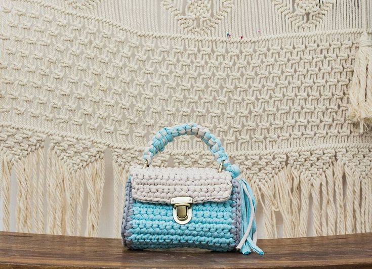 "23 lượt thích, 2 bình luận - Avocado crochet (@avocado_style) trên Instagram: ""Minibag #avocadocrochet #fashion #ootd #handmade #crochet #saigon #avocado #shopping #beach…"""