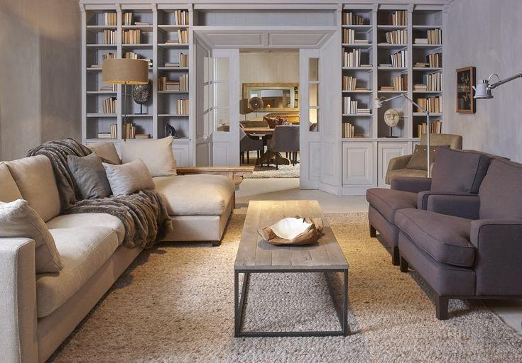 Mooi wonen is een kunst. Het vraagt om een creatieve artiest. De interieurstylisten van Mart weten wat kunst is. Landelijk wonen, bank, stoelen, boekenkast. www.martkleppe.nl