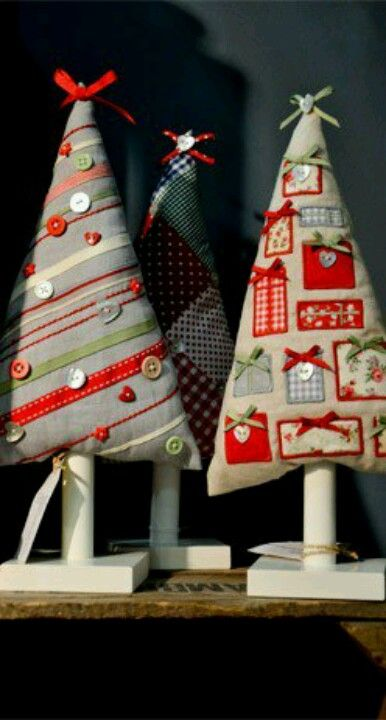 Christmas trees made out of scraps of material, ribbons and buttons. Cute.