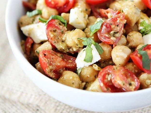 Warm salad with mushrooms and tomatoes