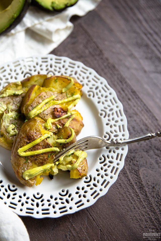 This recipe for smashed potatoes with an avocado aioli is irresistible I rich & creamy aioli pairs perfectly with the crispy potatoes I vegan smashed potatoes I vegan sides I vegan dinner recipe I smashed potato recipe I gluten free dinner recipe I The Movement Menu II #smashedpotato #vegandinnerrecipe