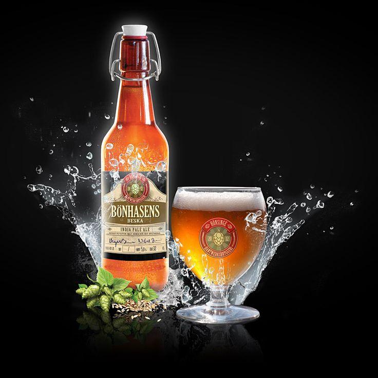 Bönhasens Beska - India Pale Ale (IPA)  En IPA värd namnet. Ordentligt torrhumlad men ändå mer inbjudande än provocerande. Besk men ändå frisk och med lätt kolsyra. Tillåt dig en lugn stund med detta öl och du kommer att få mycket tillbaka.   ABV: 6,5% IBU: 61 MALT: Pale Ale, Munich, Vete och Karamell HUMLE: Centennial och Citra