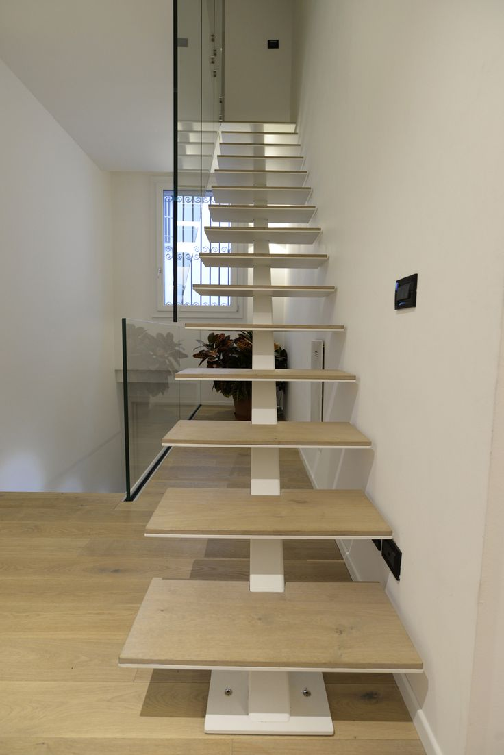 #interbau built its lightest and most minimalist model, a one-beam #staircase: the carrying structure is a square-section pole to which iron steps, coated by a thin layer of oak wood, were subsequently welded. #design #madeinItaly #highquality #foryourhome #architecture #art #customised