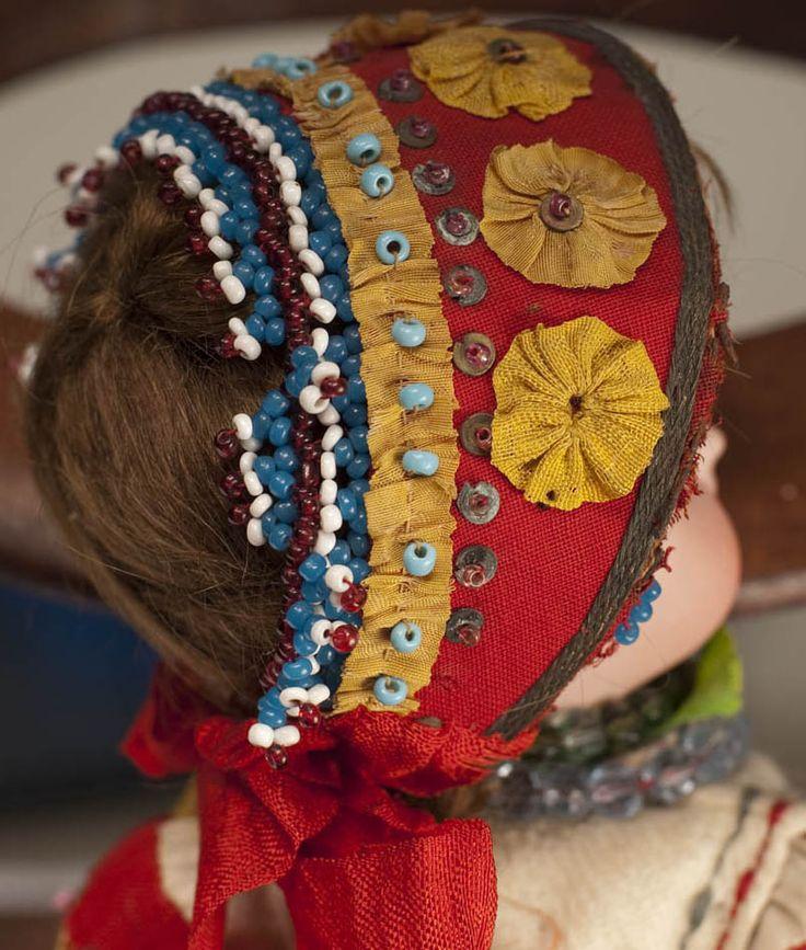 Пара кукол в русских костюмах - на сайте антикварных кукол.