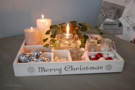 Een letterbak aangekleed. Niet voor aan de muur, maar voor aan tafel. Op de foto is hij in Kerstthema, maar ik gebruik de letterbak het hele jaar door. Iedere keer weer in een ander thema!