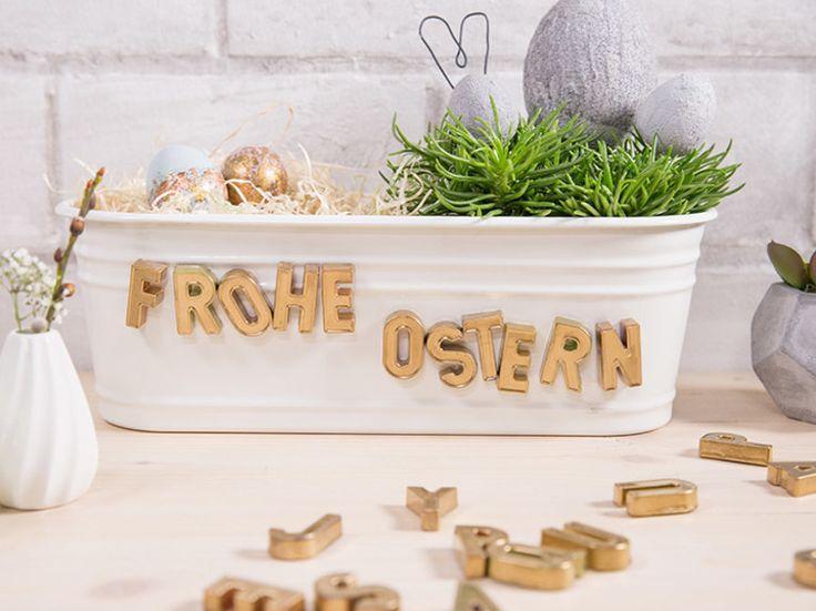 DIY-Anleitung: Magnetische Buchstaben mit Goldfarbe besprühen / golden Easter decoration: turn magnetic letters into golden decoration via DaWanda.com
