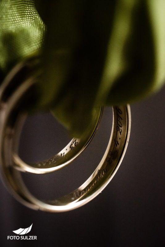 Mirabellgarten Hochzeitsshooting Ringe Detail
