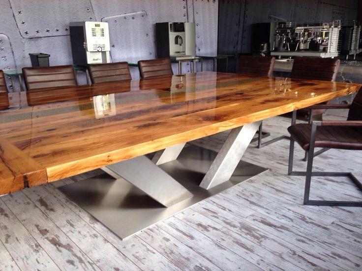 Massief oud eiken tafel gevuld met koffiebonen en een dikke laag epoxyhars!