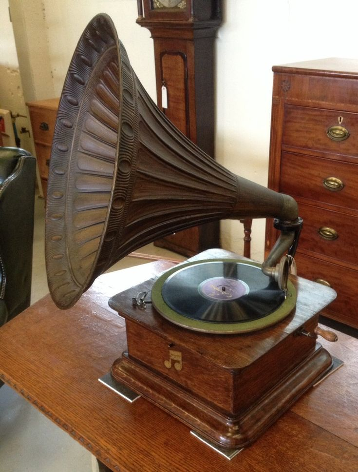 antique-columbia-graphophone-wind-up-gramophone-original-horn-in-full-working-order-287715.jpg 1,000×1,315 pixels